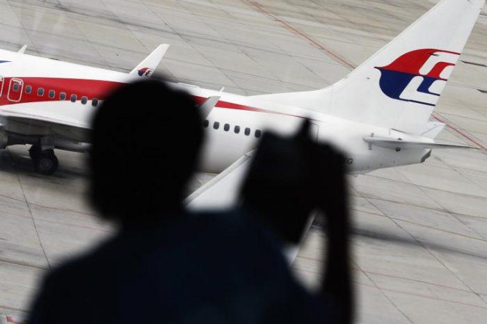 MH370 rất có thể bị tấn công qua ĐTDĐ hoặc USB