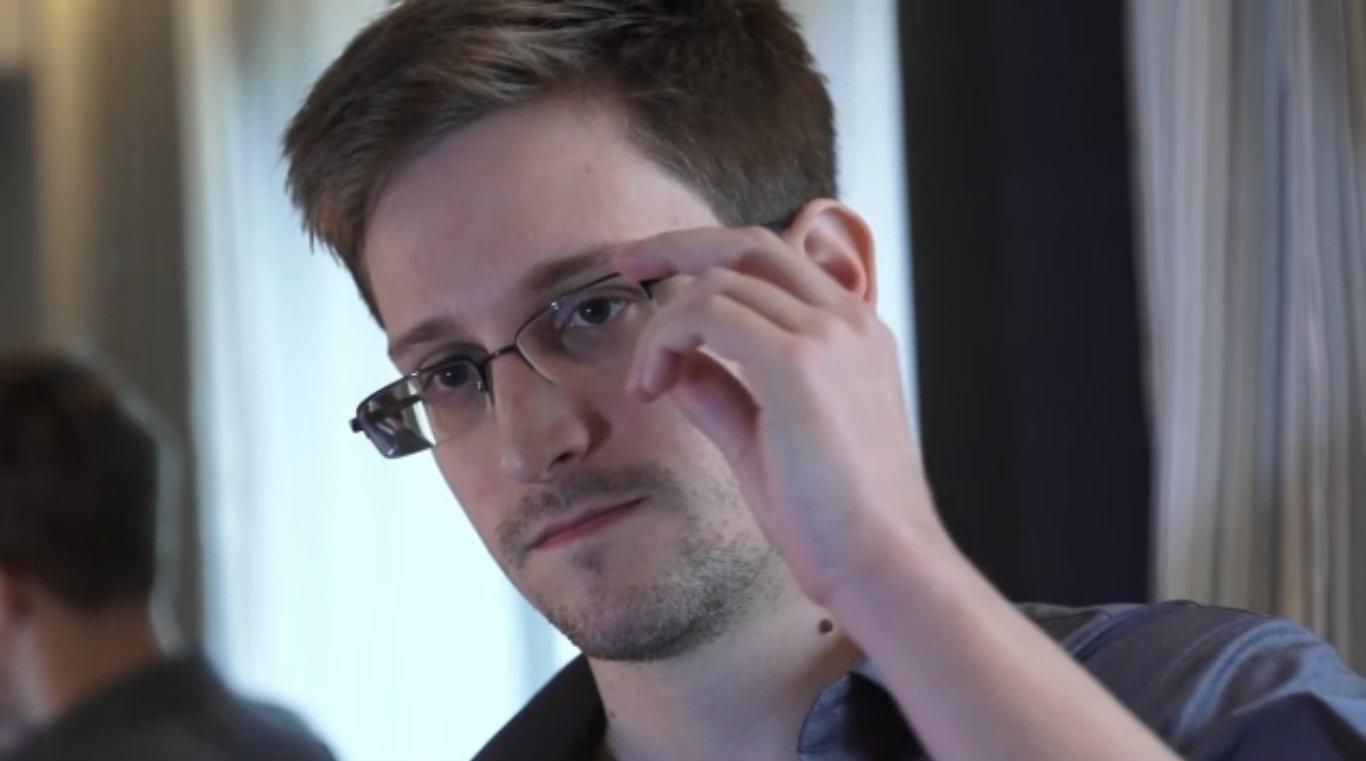 Edward Snowden ở lại Nga thêm 3 năm