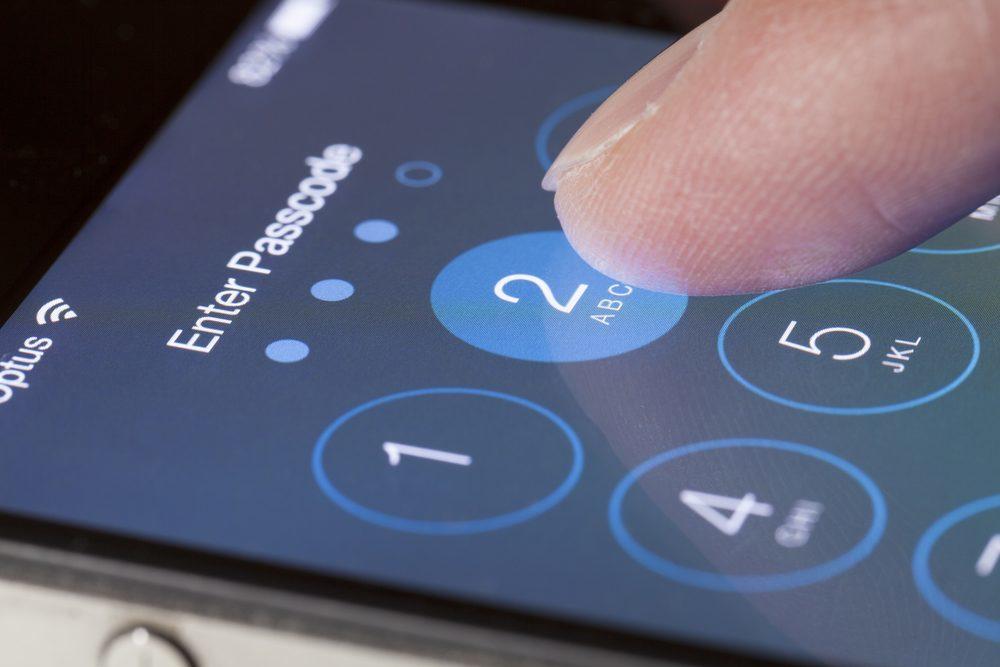 securitydaily Phát hiện lỗ hổng vượt mật khẩu iPhone XS để lấy liên lạc, hình ảnh